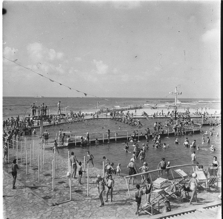 בריכת גורדון תל אביב 1957