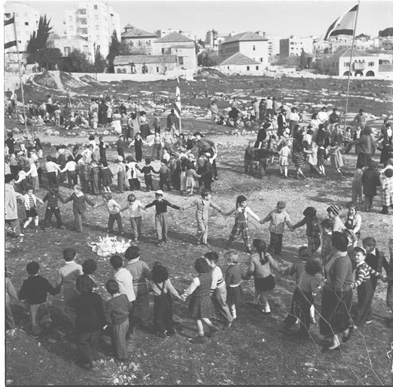 טו בשבט ריקודי ילדים בגן העיר ירושלים 1956