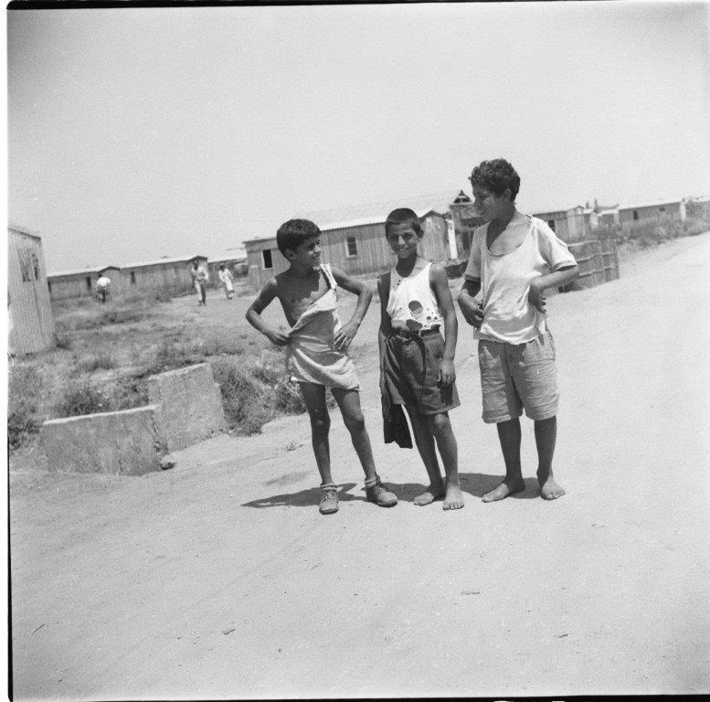 ילדים במעברה סקיה ב 1954