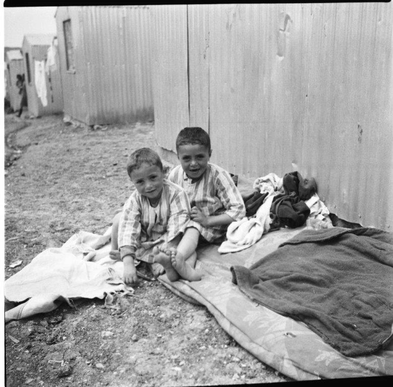 ילדים במעברת תלפיות ירושלים, 1954