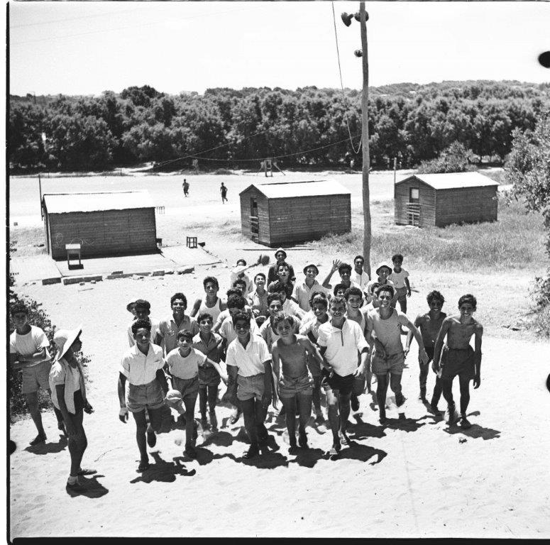 ילדי מעברת סקיה ב בטיול 1954