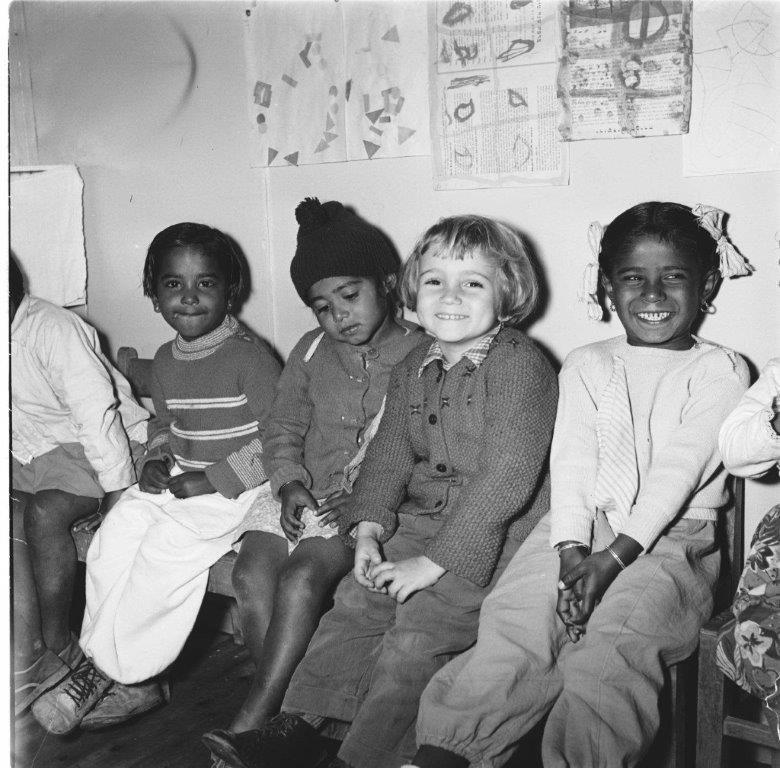 מיזוג גלויות ילדות במסילת ציון 1956