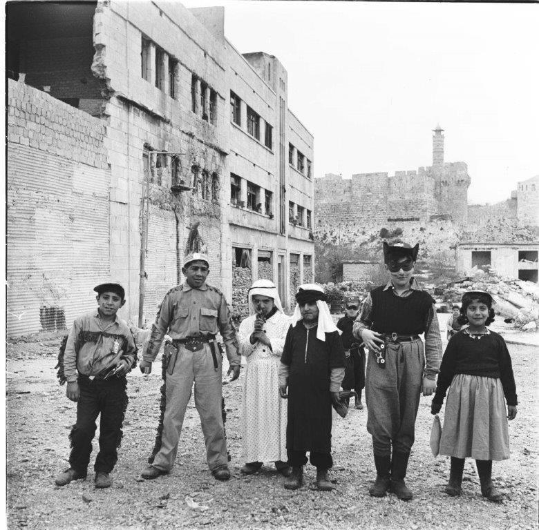 פורים על קו הגבול, רחוב ממילא, מוסררה ירושלים 1956
