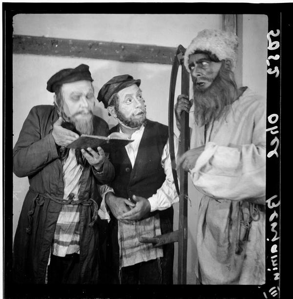 1309154 הצגת מסעות בנימין השלישי בתיאטרון אהל, 1936