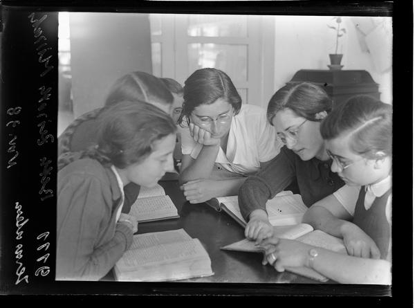 1321917 שיעור תנך בית צעירות מזרחי, ירושלים, 1938
