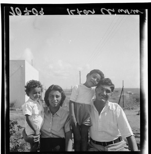 1342952 משפחה עולים מתימן במושב אלישיב, 1939