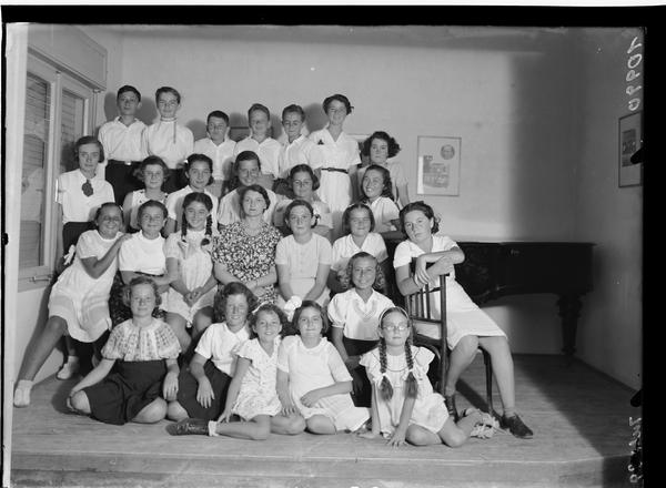 1343830 תמונה קבוצתית בית ספר למוסיקה - קונסרבטוריון, תל אביב, 1939
