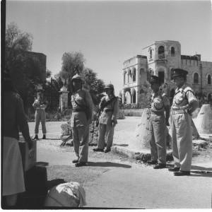 שוטרים ישראלים וירדנים, מעבר מנדלבאום, ירושלים, 1958